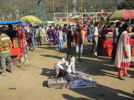 Tättowierer auf dem Rummel in Kullu / Himachal Pradesh