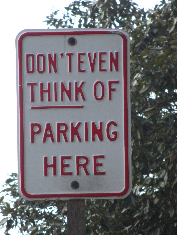 Parkschild in Indien mit Humor