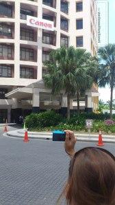 Vor der Canon Malaysia Zentrale in KL