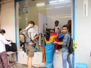 Beim Schneider in Mumbai: Hose reparieren lassen