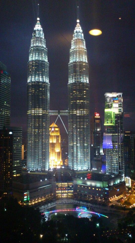 imposante Skyline der  Petronas Towers in Kuala Lumpur