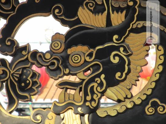 Holzschnitzerei in einem chinesischen Tempel in Melacca