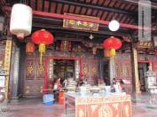 Ein Chinesischer Tempel, es dominiert die Farbe rot