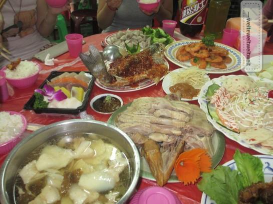 Fressfest auf der Farm bei Hsinchu. In der Region leben besonders viele Hakka-Chinesen. Entsprechend findet man hier auch eine andere Küche Taiwans.