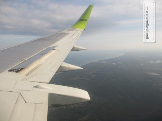 Anflug auf Riga, im Hintergrund die Ostsee!