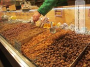 The scent of Christmas: fresh roasted and candied almonds