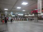 MRT Station außerhalb der Rush Hour
